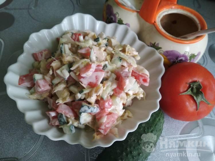 Салат из свежей капусты, огурца и помидора