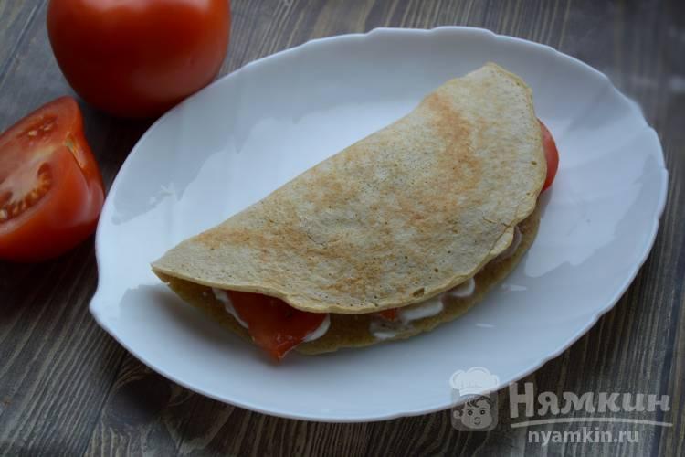 Овсяноблин с творожным сыром и помидором
