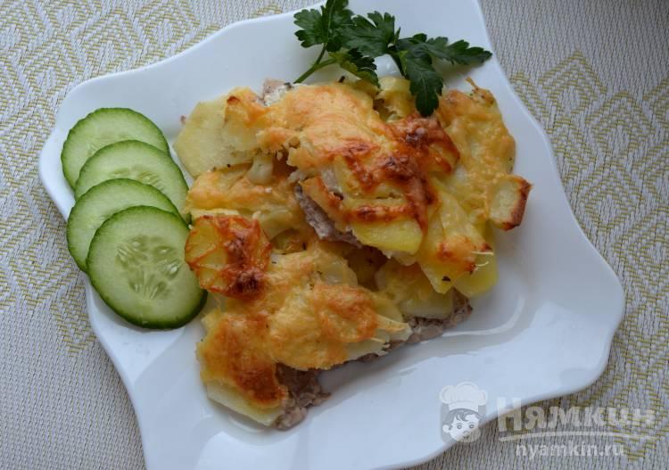 Вкусное мясо с картошкой в духовке