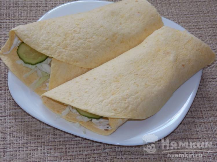 Мексиканская лепешка с творожным сыром и овощами