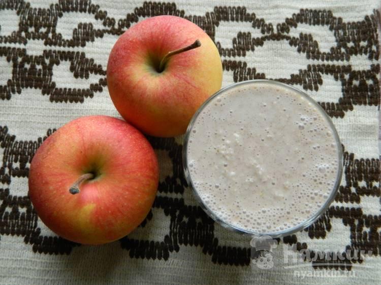 Яблочно-овсяный коктейль с корицей
