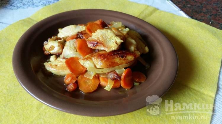 Жареное филе курицы с морковью и луком