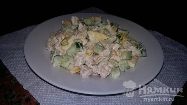 Салат с куриной грудкой и яблоком