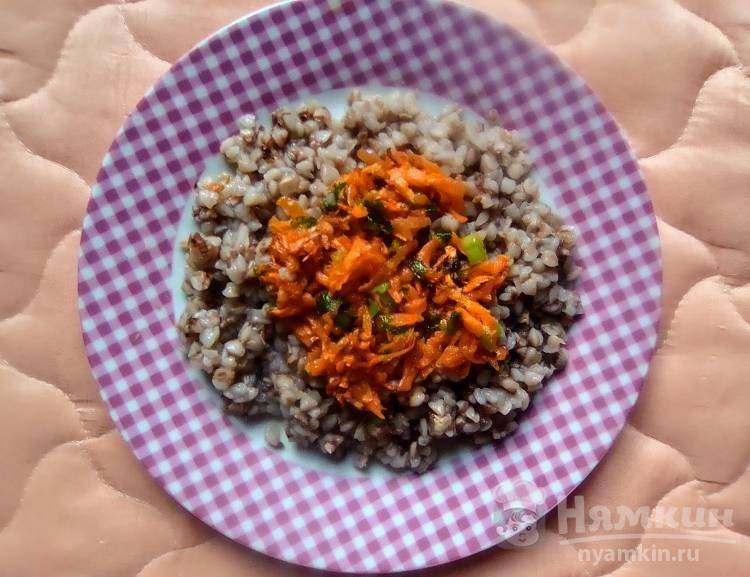 Гречка с морковью и зелёным луком