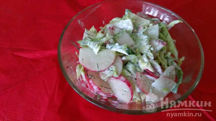 Салат с редисом и капустой