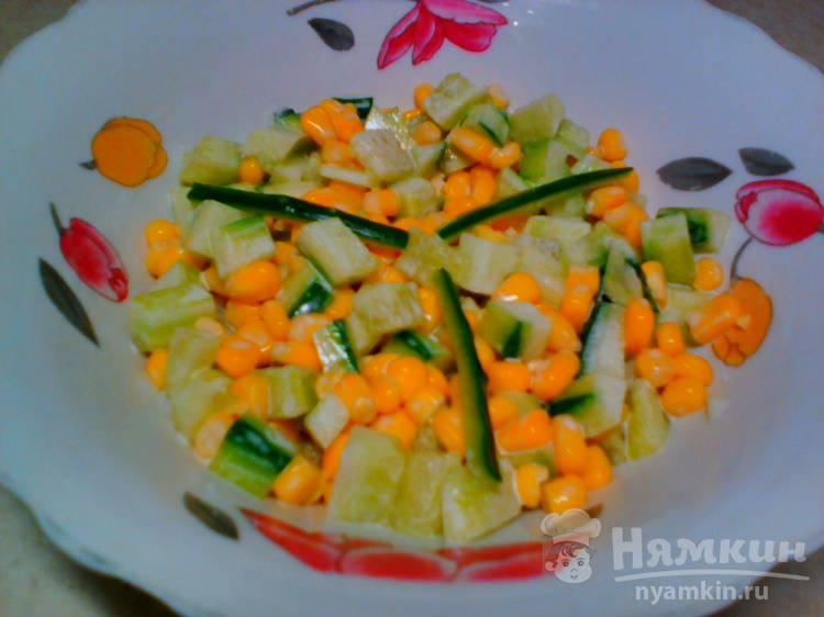 Огуречный салат с кукурузой