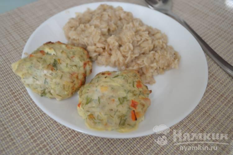 Куриные котлеты с луком, болгарским перцем и укропом в духовке