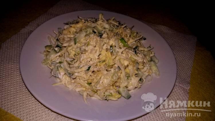 Салат с капустой и свежим огурцом в майонезе