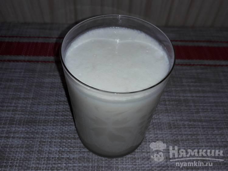 Ванильный молочно-банановый коктейль