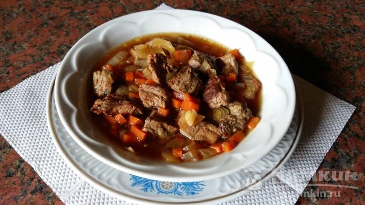 Подлива из говядины с морковью и луком