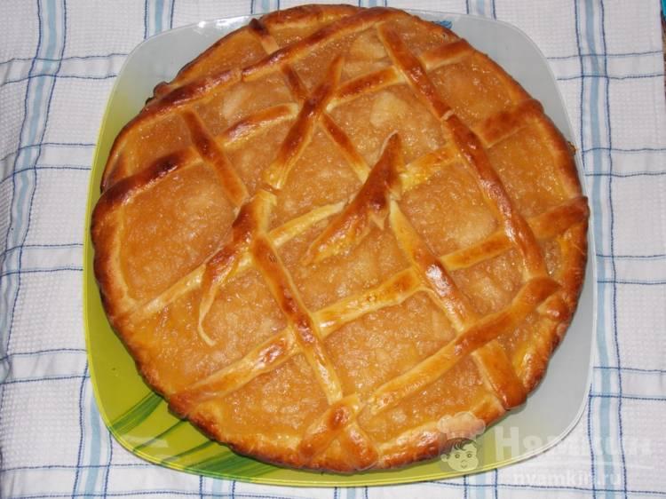 Сдобный пирог с домашним яблочным джемом в духовке