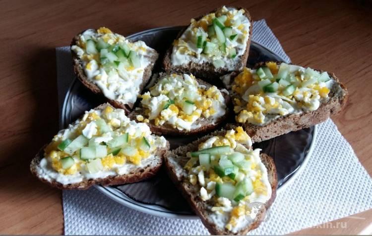 Бутерброды со свежим огурцом и кукурузой