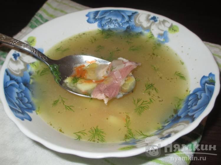 Жидкий гороховый суп на копчёной свиной рульке