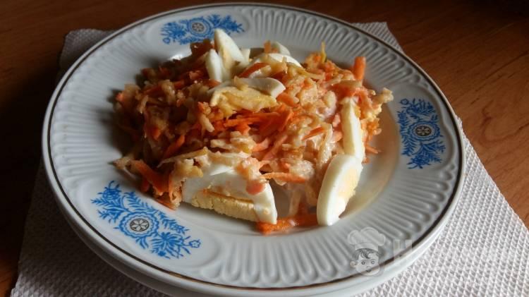 Салат с яблоком, яйцом и кефиром