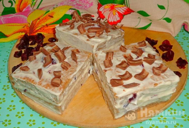 Пирожные с кремом и клюквой