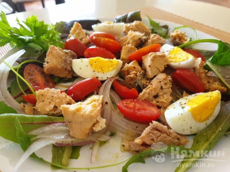 Лёгкий салат с консервированной горбушей