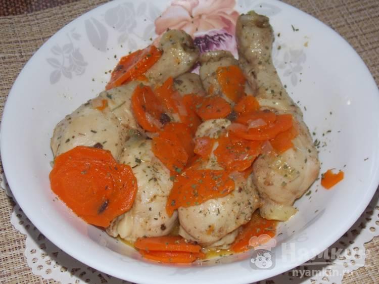 Куриные голени с морковью и репчатым луком в утятнице