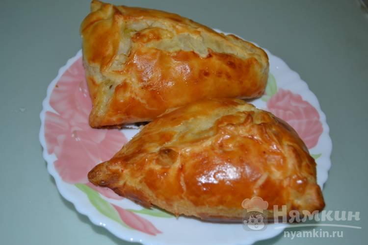 Курники из слоеного теста с картошкой и курицей