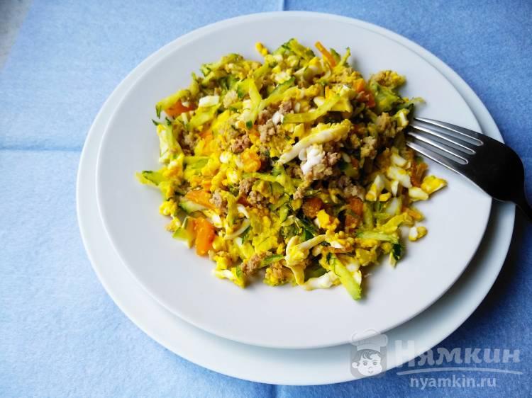 Диетический салат с овощами и фаршем