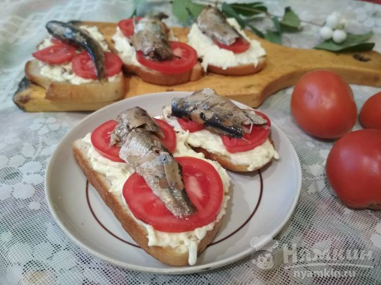 Бутерброды обжаренные со шпротами
