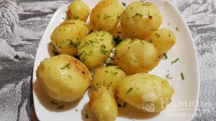 Картошка целиком обжаренная в сливочном масле