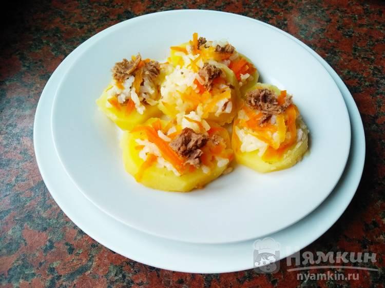 Картофельная закуска с рисом и мясом на сковороде