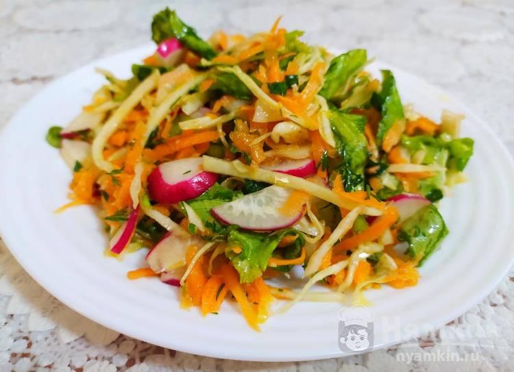 Витаминный салат с капустой и редиской на растительном масле