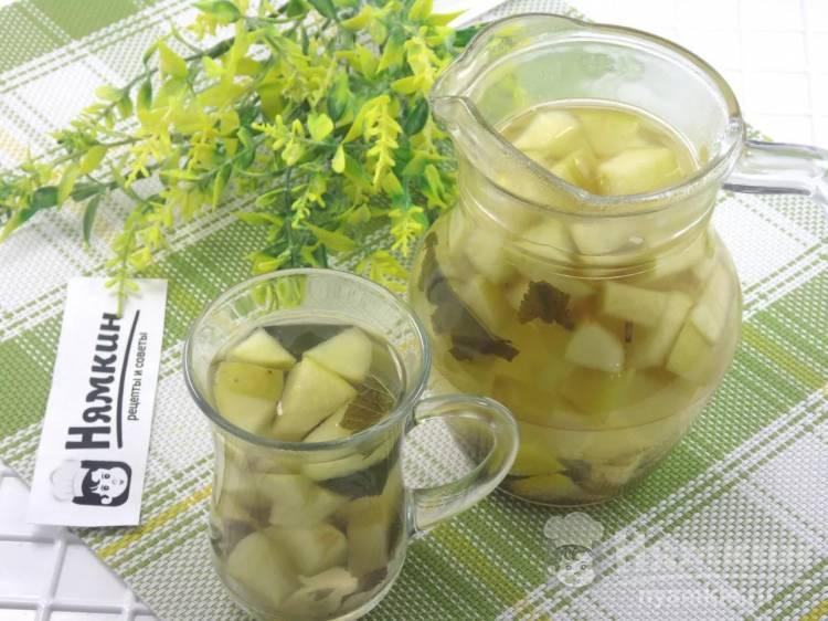 Яблочный чай с мелиссой и лимоном