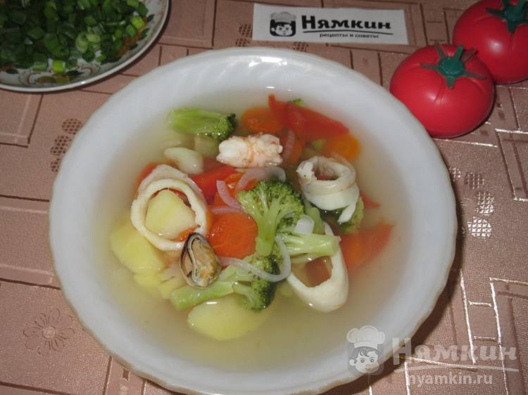 Легкий овощной суп с морепродуктами