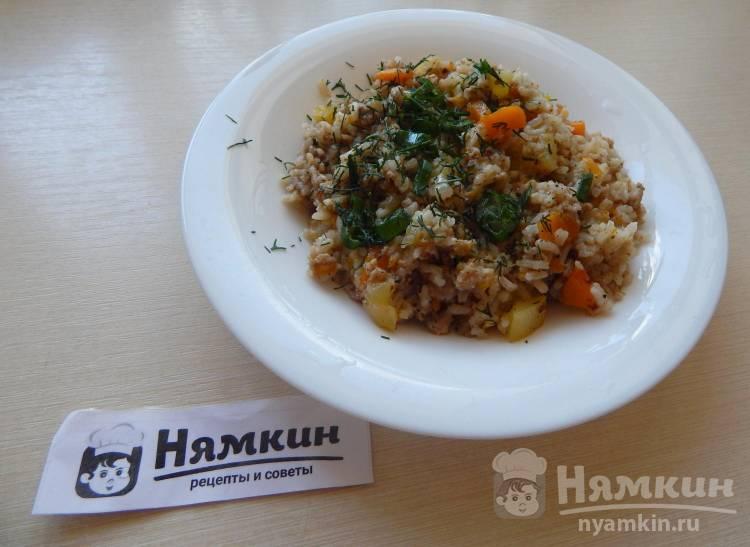 Рис тушеный с мясным фаршем и кабачками