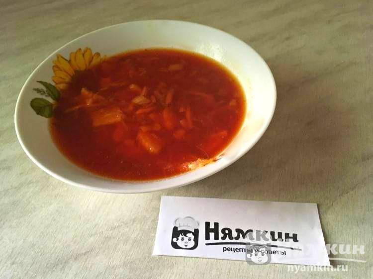 Свекольный суп с куриной грудкой на легкий обед