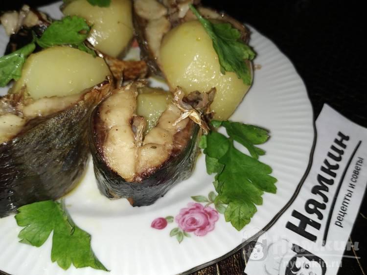 Кусочки сельди с картофелем, запеченные в горшочке
