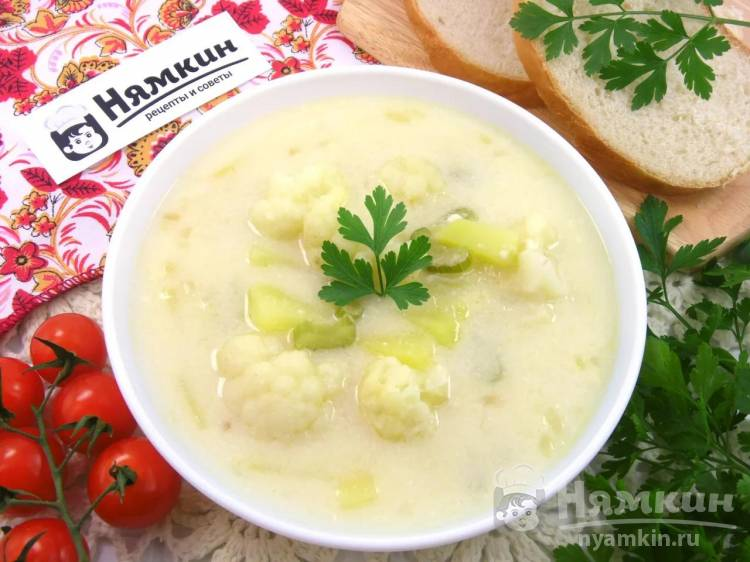 Сливочно-сырный суп с курицей и цветной капустой