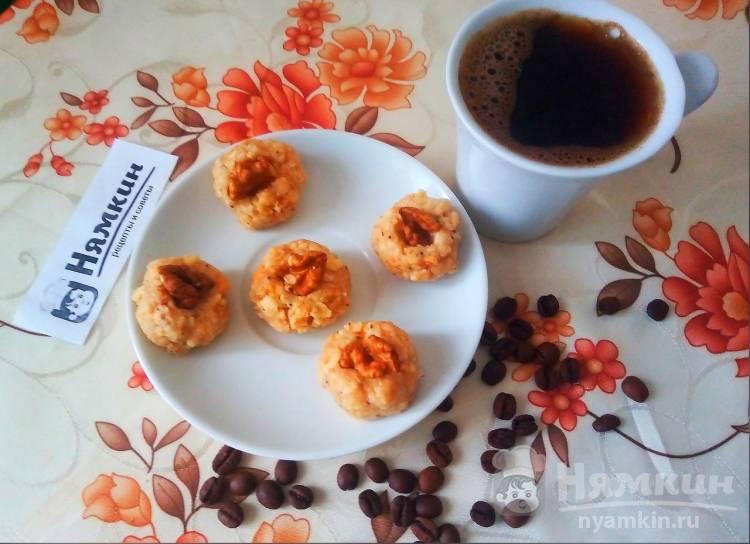 Мини-пирожные с грецкими орехами без выпечки