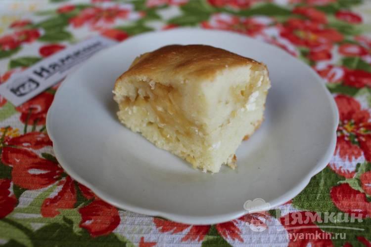 Заливной пирог с яблоками и творогом в духовке