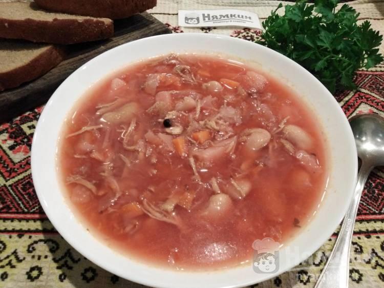 Украинский борщ со свеклой, свининой и фасолью на сытный обед