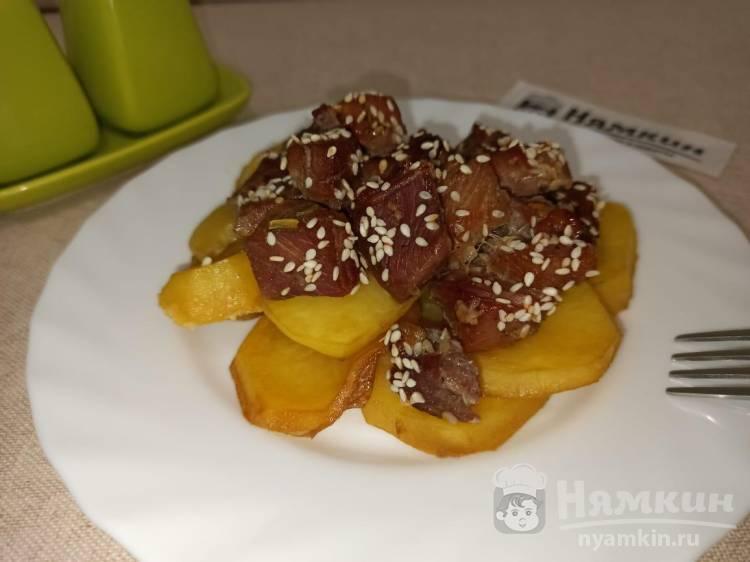 Филе индейки в медово-соевом соусе с кунжутом в духовке