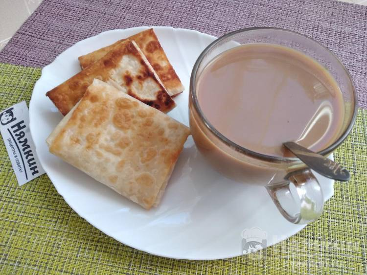 Быстрые пирожки из лаваша с сыром и зеленью на завтрак