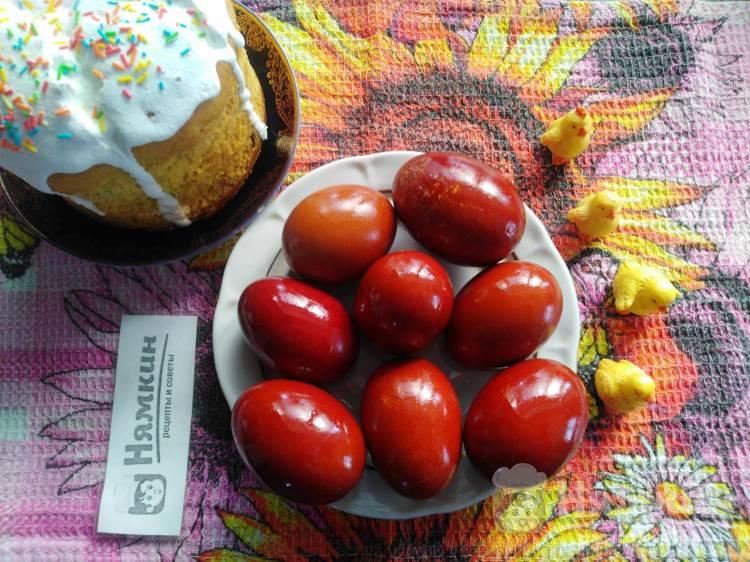 Пасхальные яйца в луковой шелухе: крашенки на Пасху