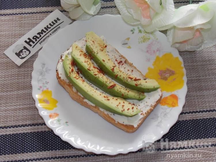 Тосты с сыром и авокадо на завтрак: хрустящие и вкусные