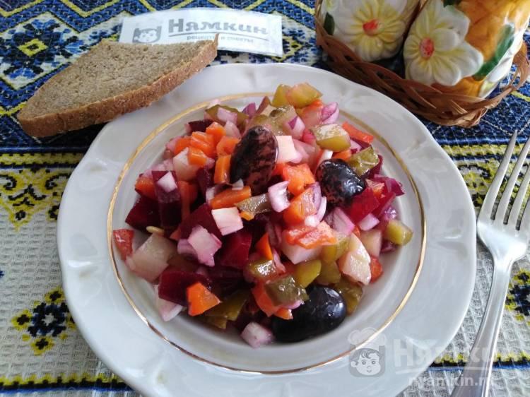 Винегрет с солеными огурцами, свеклой и фасолью