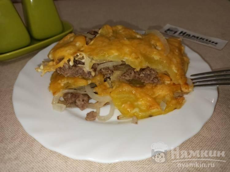 Картофель с мясным фаршем, луком и сыром слоями в духовке