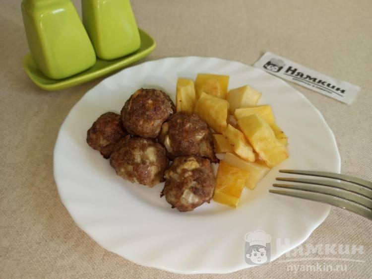 Тефтели из мясного фарша запеченные с картофелем в духовке