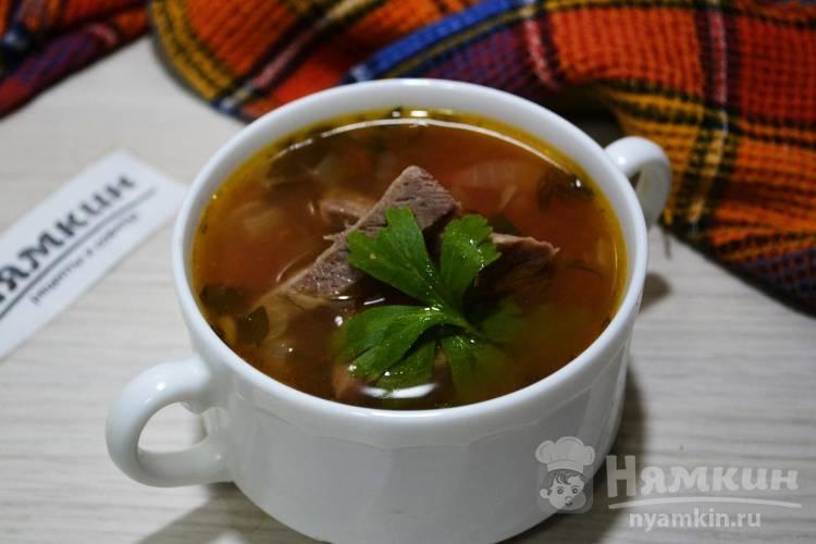 Суп на мясном бульоне с консервированной фасолью в томате