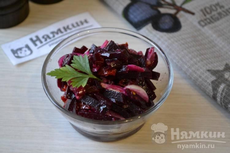 Салат из вареной свеклы и вяленых помидоров