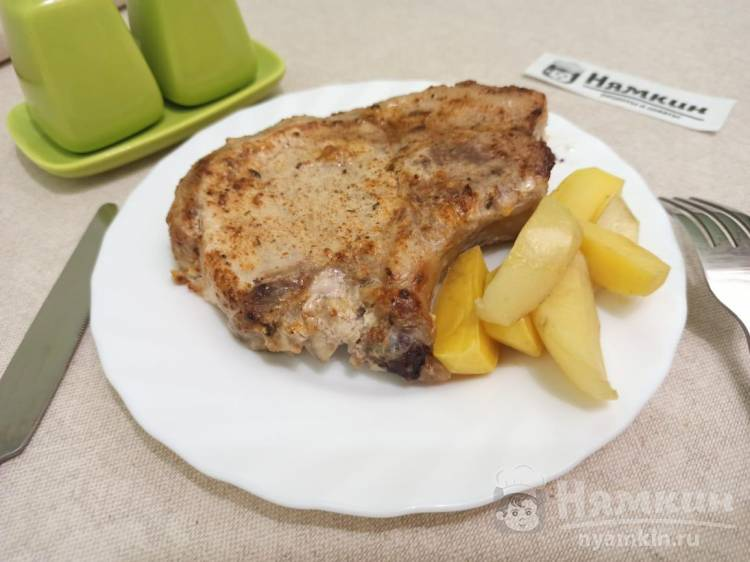 Свиная корейка с майонезом, чесноком и специями в духовке