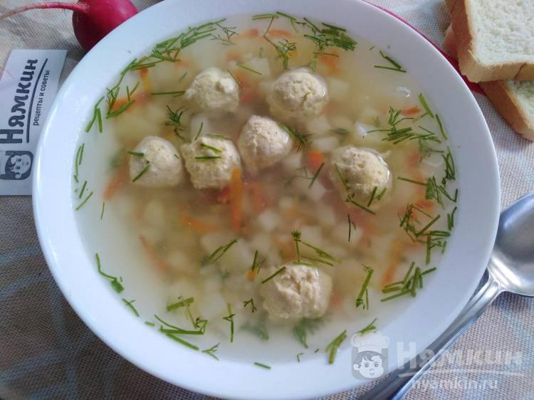 Рисовый суп с куриными фрикадельками