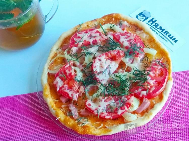 Маленькая пицца на тонком тесте: хрустящая и вкусная