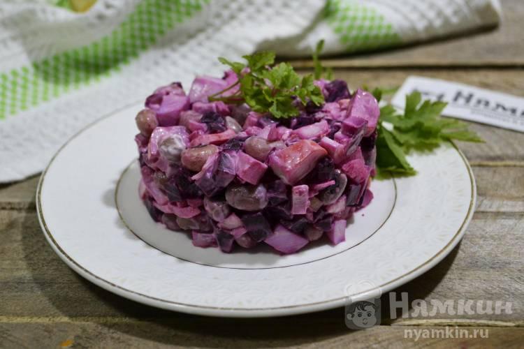 Салат с крабовыми палочками, свеклой и белой фасолью