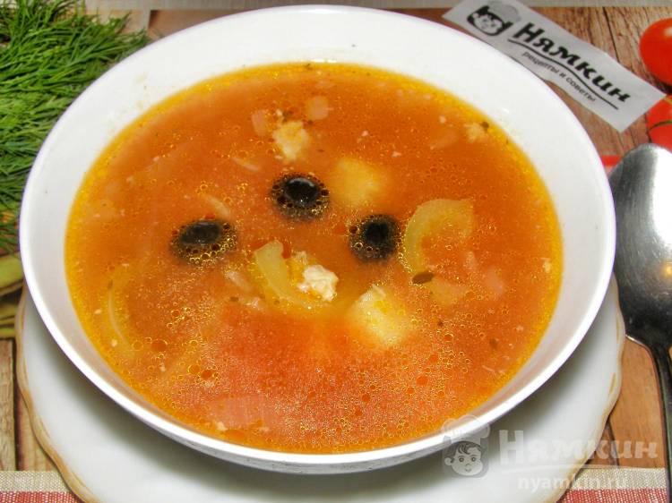 Суп из консервированной фасоли со свежими помидорами и сладким перцем
